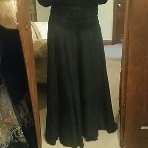 Dresses & Skirts - Vintage black evening skirt